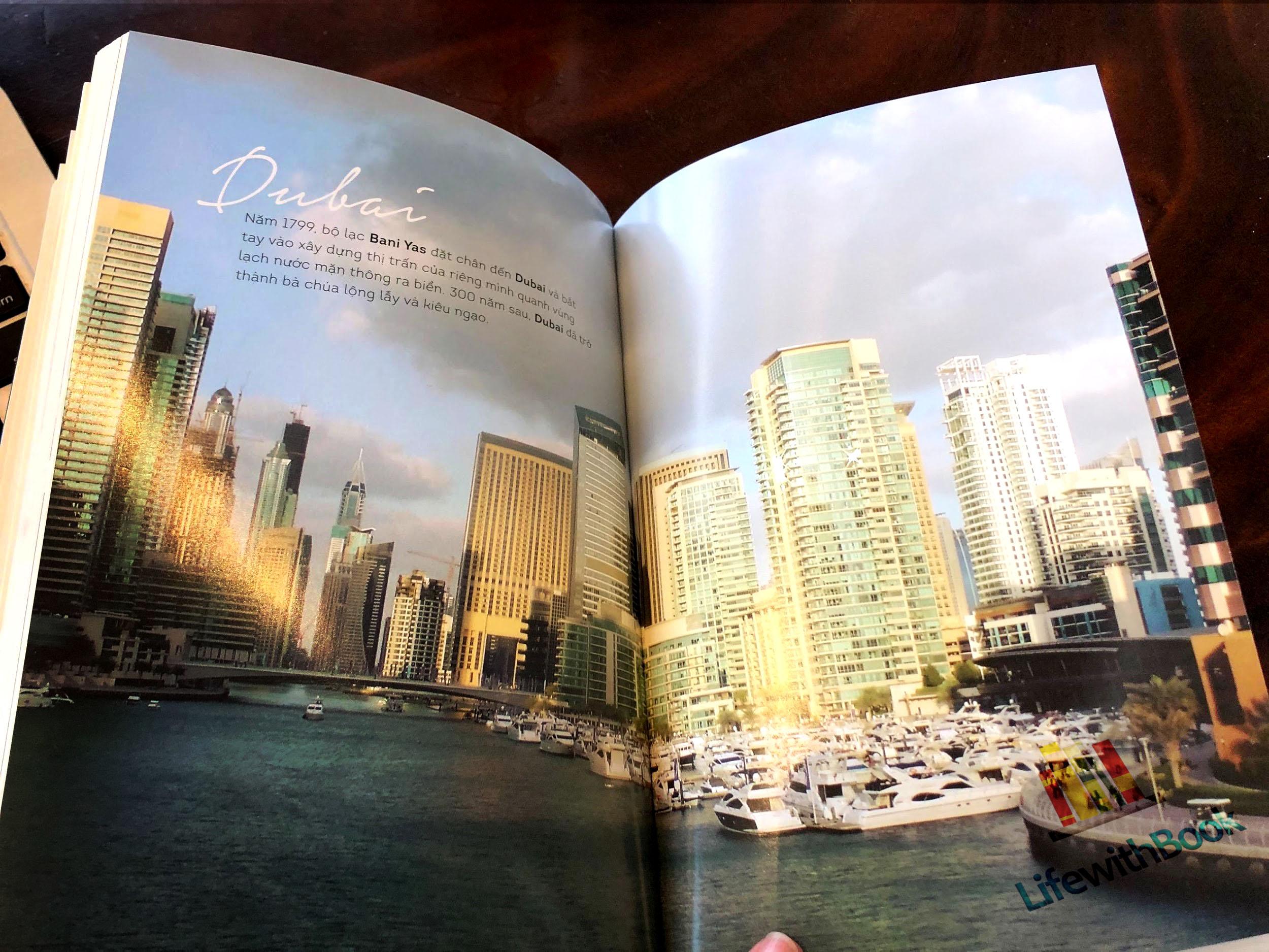 Dubai bước trên hai sợ dây